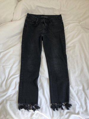 Grade geschnitten Mom jeans Hose hoch Knöchelfrei dunkelgrau grau schwarz Zara mit Troddeln am Knöchel weit 90er Trend