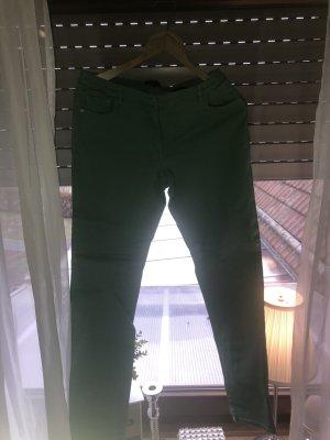 Graßgrüne Hose