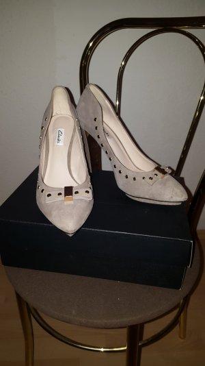 grau-beige High Heels/ Pumps