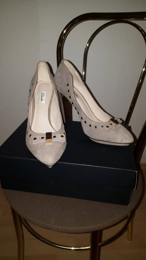 grau-beige High Heels/ Pumps