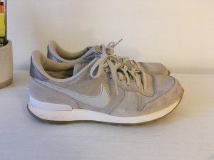 Grau/beige Nike Internationalist