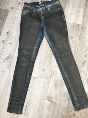 Grau beschichtete Jeans