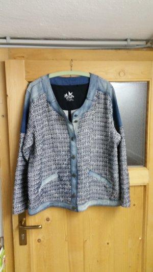 Grau / blaue Jacke