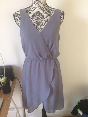 Grau - Blaues Kleid mit V-Ausschnitt