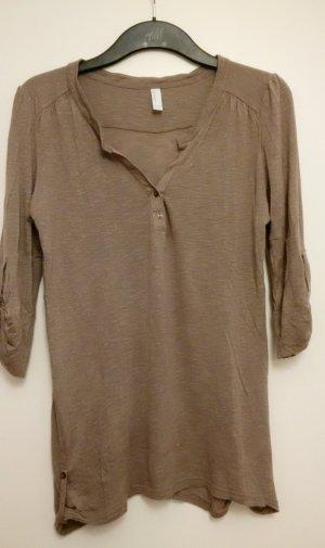 grau-braunes lockeres Shirt mit Knöpfen im Ausschnitt in Größe M