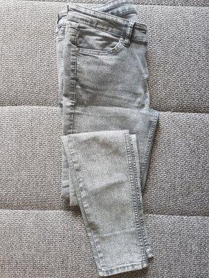 grau-melierte Jeans von H&M
