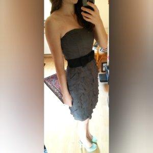 Grau schimmerndes Kleid