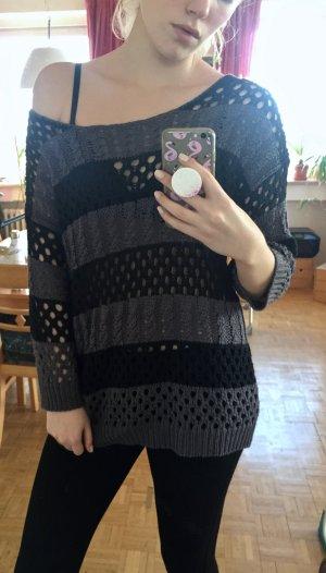 grau/schwarz gestreifter grobgestrickter Pullover mit weitem Rundausschnitt von Cotton On in M
