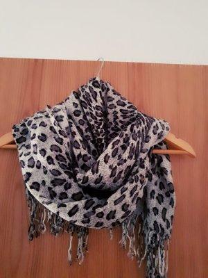 Grau, Schwarzer Schal mit Leopard Muster