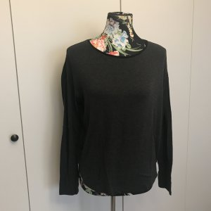 Grau schwarzes Shirt