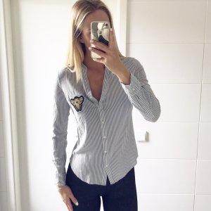grau weiß gestreifte Bluse mit Pachtes