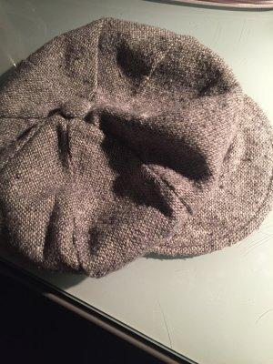 Grau/ weiße Mütze mit Gummizug