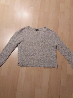grau weißer Pullover