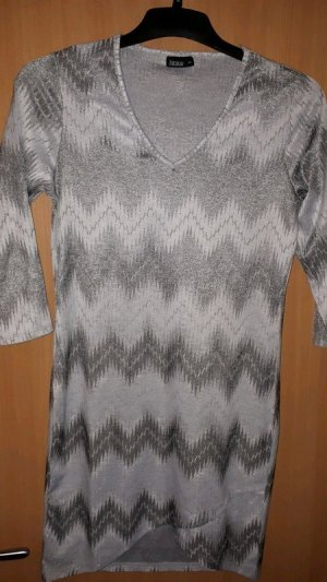 Grau-weißes Kleid
