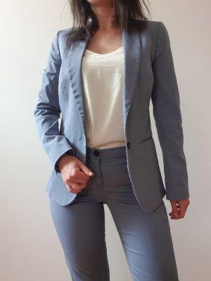 Graublauer Anzug