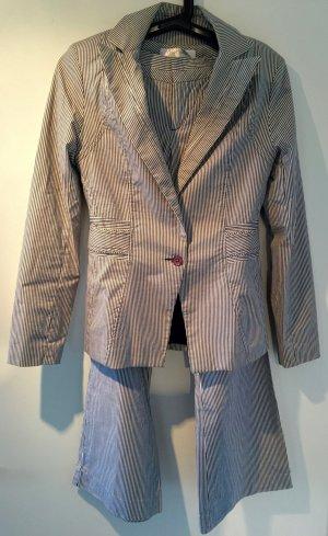 Graublauer Streifen Anzug. Grösse XS. Hervorragender Zustand!