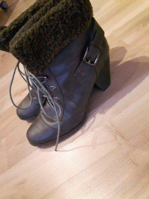 Graubraune Stiefeletten mit Schnürsenkeln