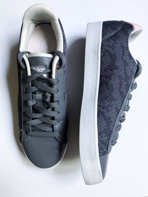 graue Adidas Sneakers