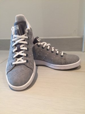 "Graue Adidas ""Stan Smith"" Sneaker"
