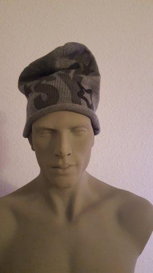 graue Beanie Mütze