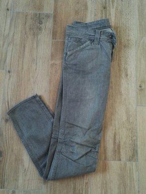 graue Biker Jeans mit tiefgesetzten Potaschen, Blogger Jeans