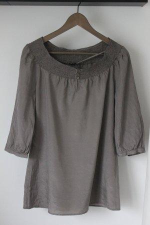Graue Bluse mit Carmenausschnitt