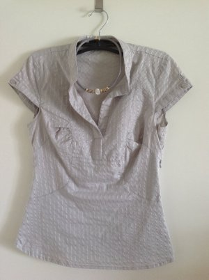 Graue Bluse mit feinen Streifen