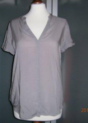 Graue Bluse mit kurzem Arm