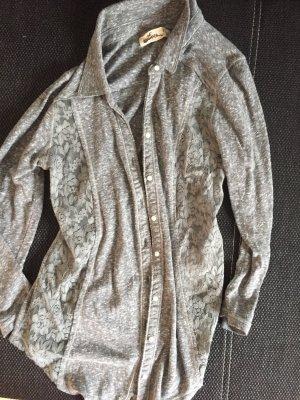 Graue Bluse mit spitze an der Seite