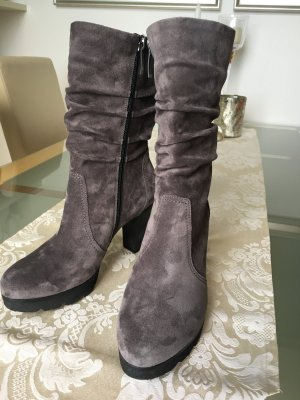 Graue Booties mit Raffung