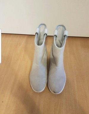 graue Boots / Stiefel von Adidas neo