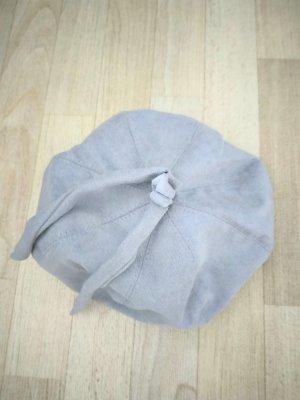 Sombrero de tela gris claro