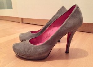 Graue Buffalo Pumps