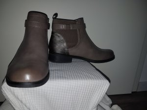 Graue Chelsea Boots in 39