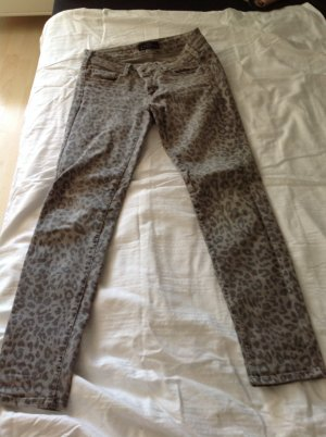 Graue CIMARRON Jeans in Leopard Optik