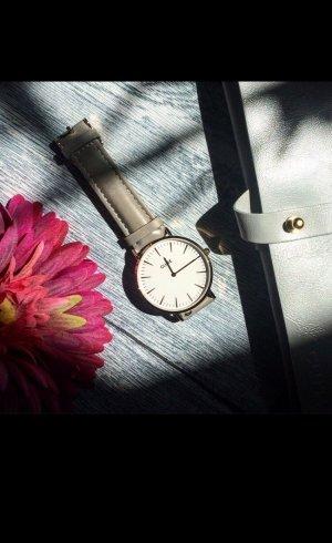 Graue Cluse Uhr minimalistischer Stil