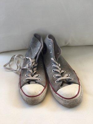 Graue Converse zu verkaufen