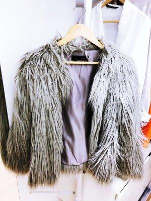 Graue Fake Fur Jacke von Zara
