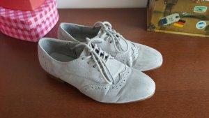 graue flache Schuhe