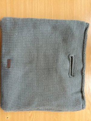 Graue gestrickte Handtasche