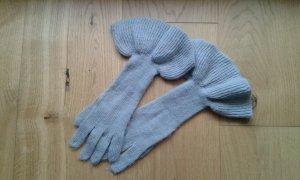 Graue Handschuhe mit Volants