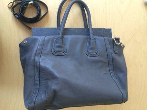 Graue Handtasche mit Hänkeln