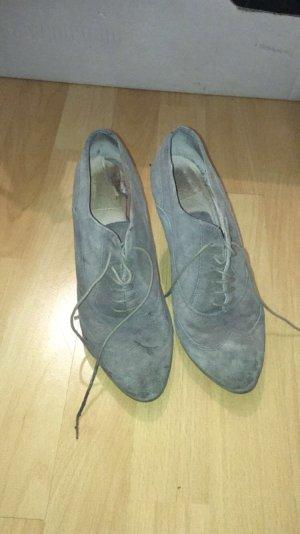 graue hohe Schuhe aus Leder