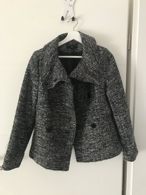 Graue Jacke perfekt für den Frühling