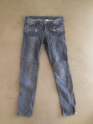 Graue Jeans, Biker Look