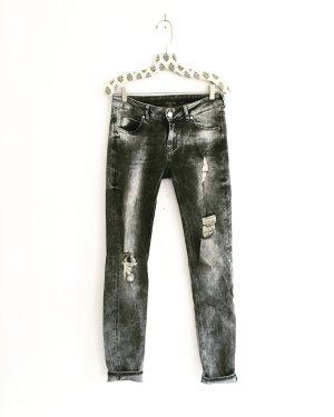 graue jeans / denim / vintage / ripped / edgy / boho / hippie