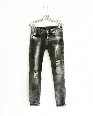 graue jeans / denim / vintage / ripped / edgy / boho / hippie