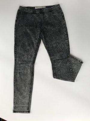 Graue Jeans im Used Look