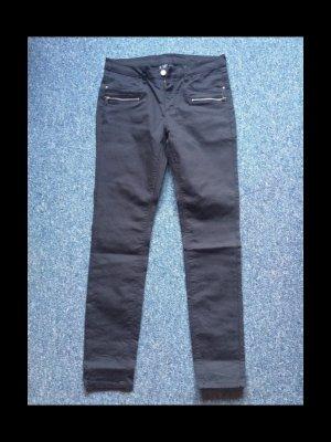 Graue Jeans mit auffälligen Taschen