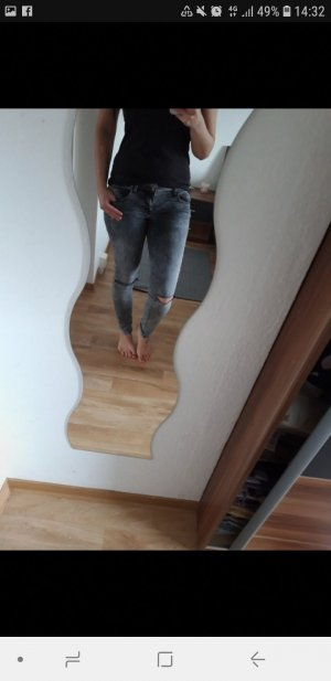 Graue Jeans mit Cut outs Only